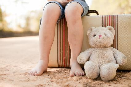 Image_Child_sitting_on_a_suitcase