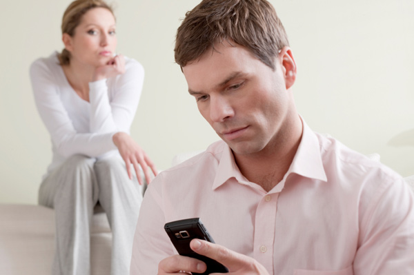 jealous-woman-watching-husband-on-phone